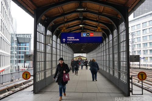location de voiture la gare de berlin friedrichstrasse avec sixt. Black Bedroom Furniture Sets. Home Design Ideas