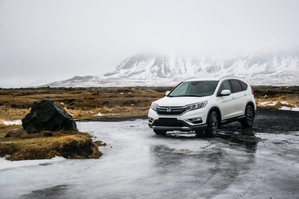 SUV road trip en montagne