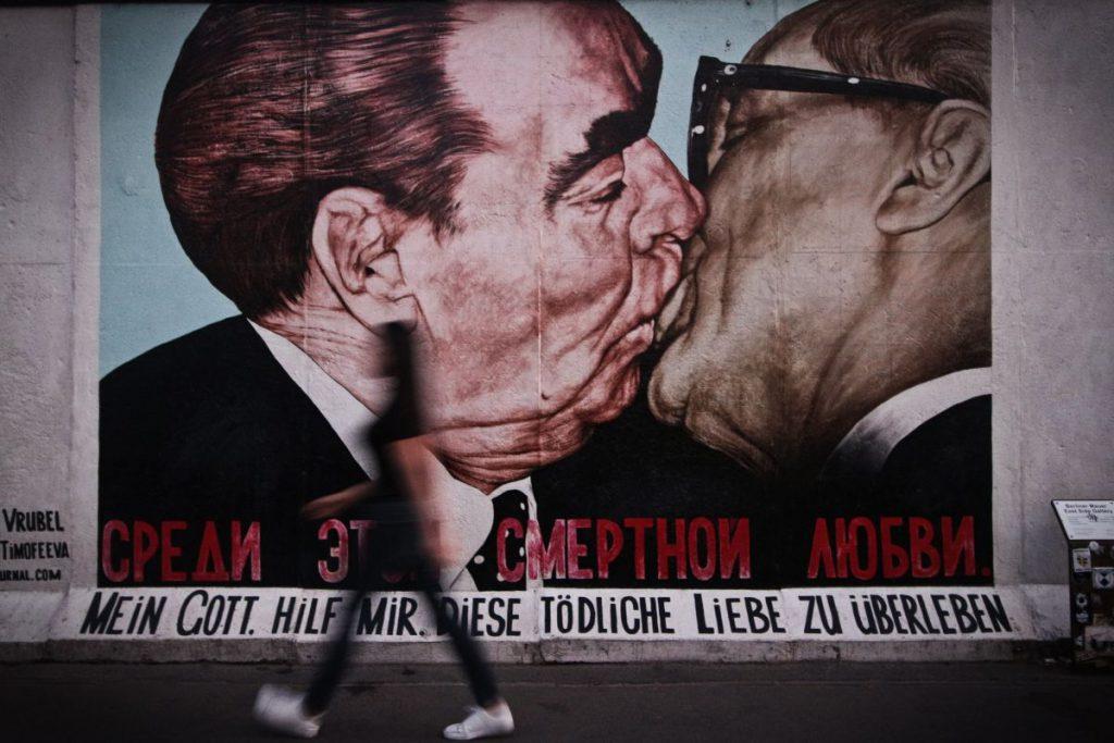 Fresque du Baiser de l'East Side Gallery à Berlin